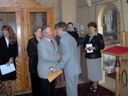 życzenia i wręczenie świec po przyjęciu Karty.jpg - Prijatie Charty 1.10.2011