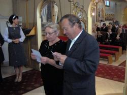małżeństwo przyjmuje Kartę.jpg - Prijatie Charty 1.10.2011
