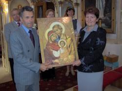 nowa ekipa otrzymała prezent....jpg - Prijatie Charty 1.10.2011