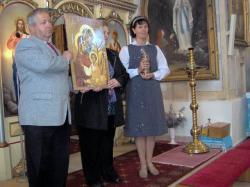 prezent pamiątkowa ikona Świętej Rodziny.jpg - Prijatie Charty 1.10.2011