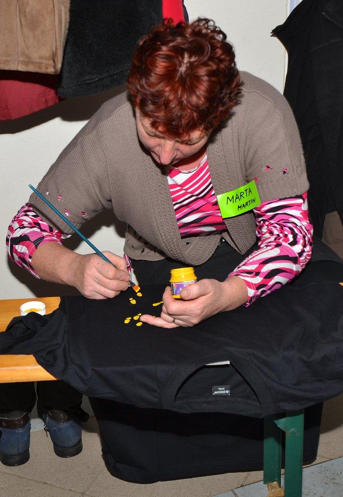 DSC_0574.JPG - Vzájomné manželské obdarovanie sa vlastnoručne namaľovaným tričkom