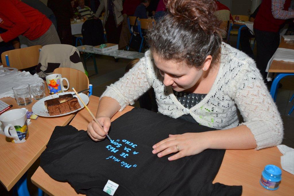 DSC_0580.JPG - Vzájomné manželské obdarovanie sa vlastnoručne namaľovaným tričkom