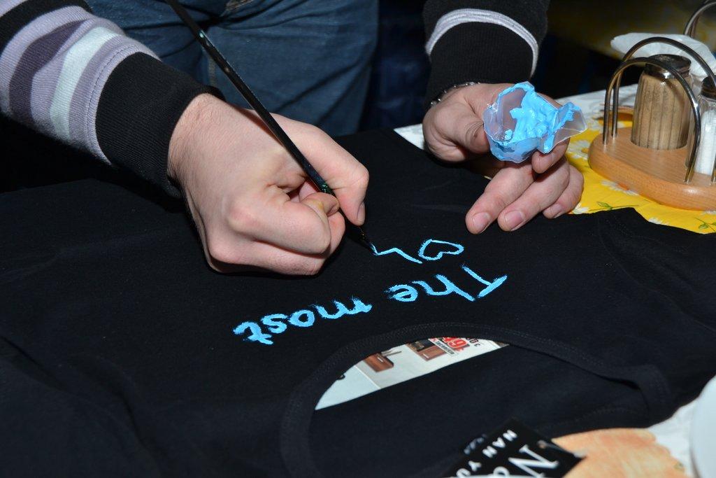 DSC_0583.JPG - Vzájomné manželské obdarovanie sa vlastnoručne namaľovaným tričkom