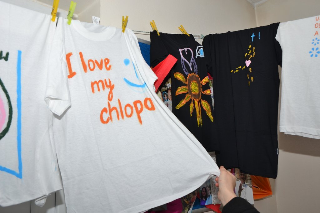 DSC_0605.JPG - Vzájomné manželské obdarovanie sa vlastnoručne namaľovaným tričkom