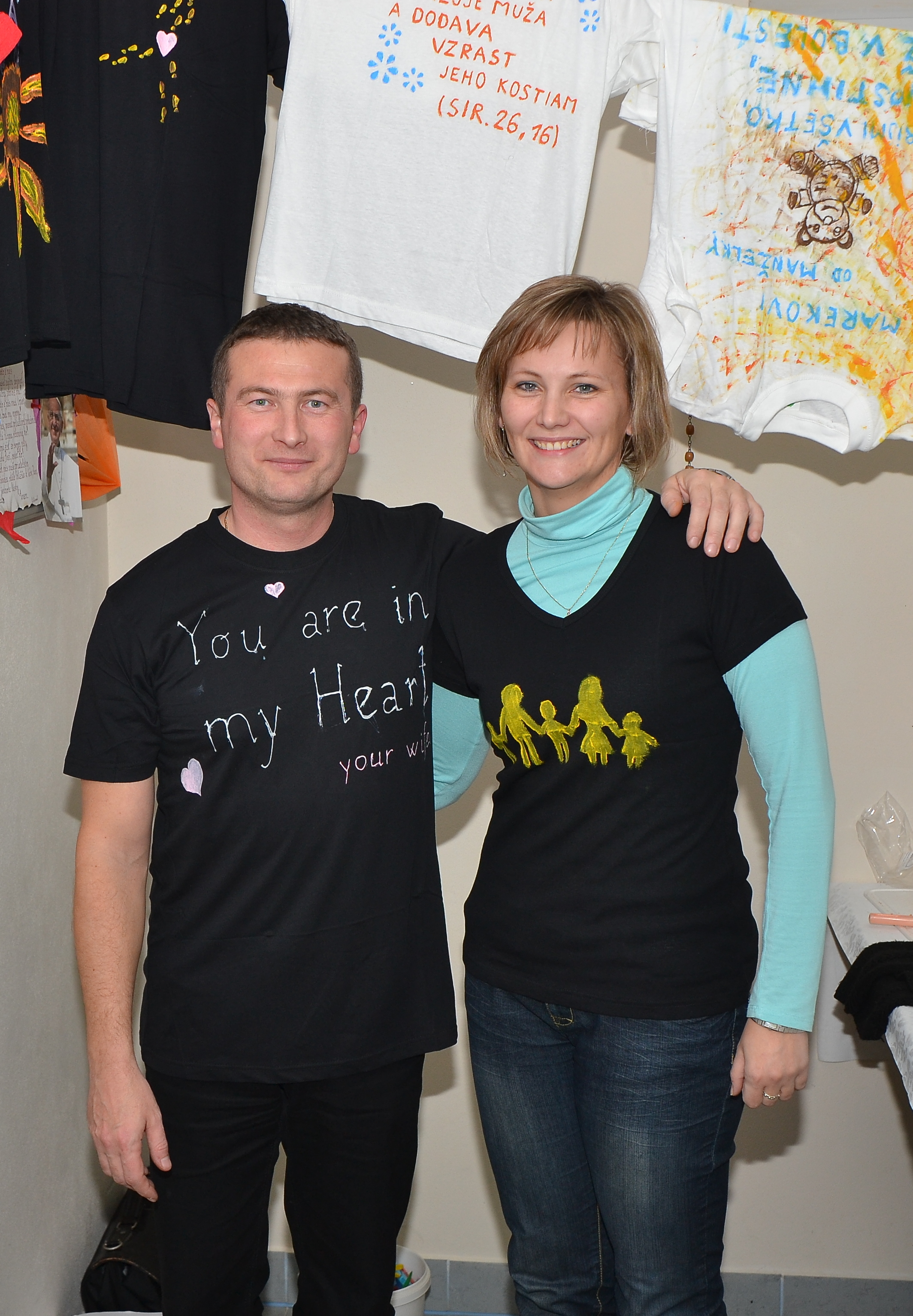 DSC_0622.JPG - Vzájomné manželské obdarovanie sa vlastnoručne namaľovaným tričkom