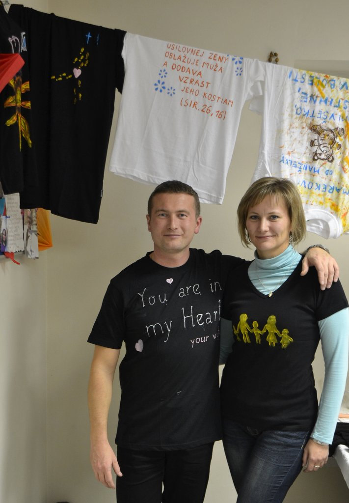 DSC_0623.JPG - Vzájomné manželské obdarovanie sa vlastnoručne namaľovaným tričkom