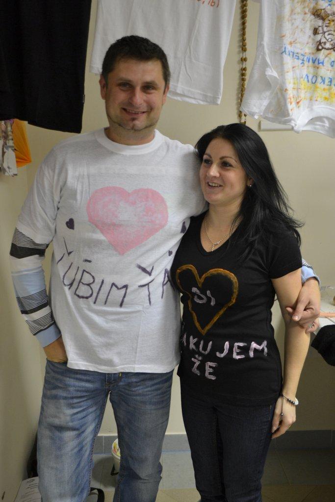 DSC_0624.JPG - Vzájomné manželské obdarovanie sa vlastnoručne namaľovaným tričkom