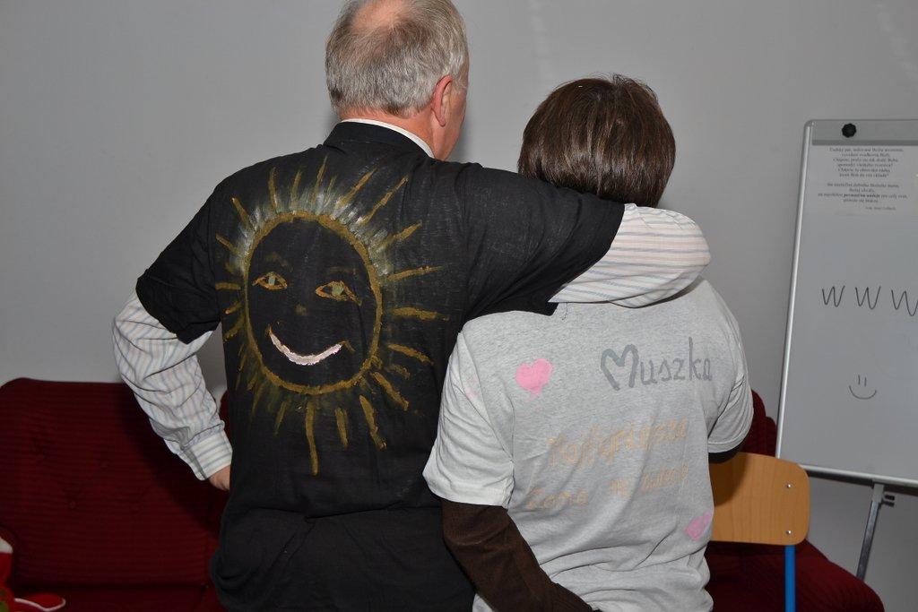 DSC_0632.JPG - Vzájomné manželské obdarovanie sa vlastnoručne namaľovaným tričkom