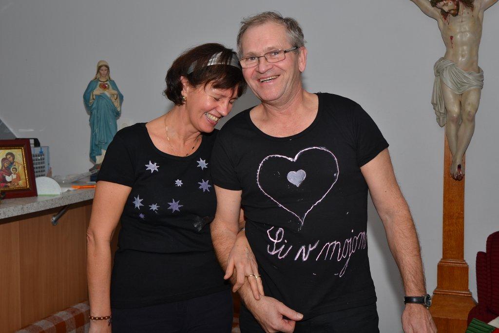 DSC_0635.JPG - Vzájomné manželské obdarovanie sa vlastnoručne namaľovaným tričkom