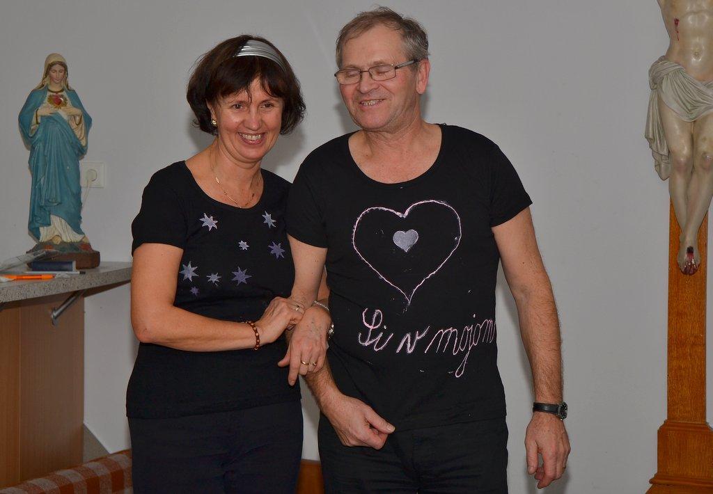 DSC_0636.JPG - Vzájomné manželské obdarovanie sa vlastnoručne namaľovaným tričkom